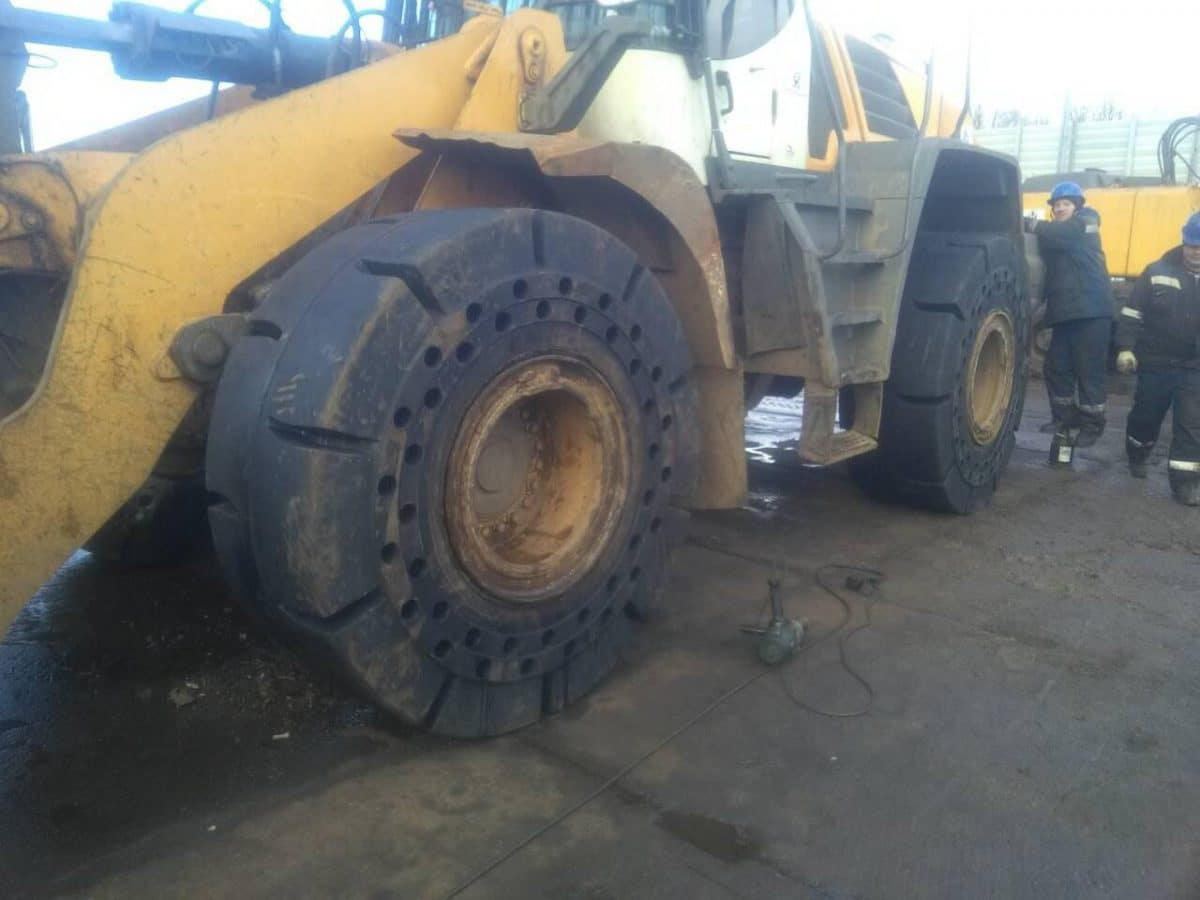 First fitment of 23.5-25 MA601 Magna tyres for a customer in Russia