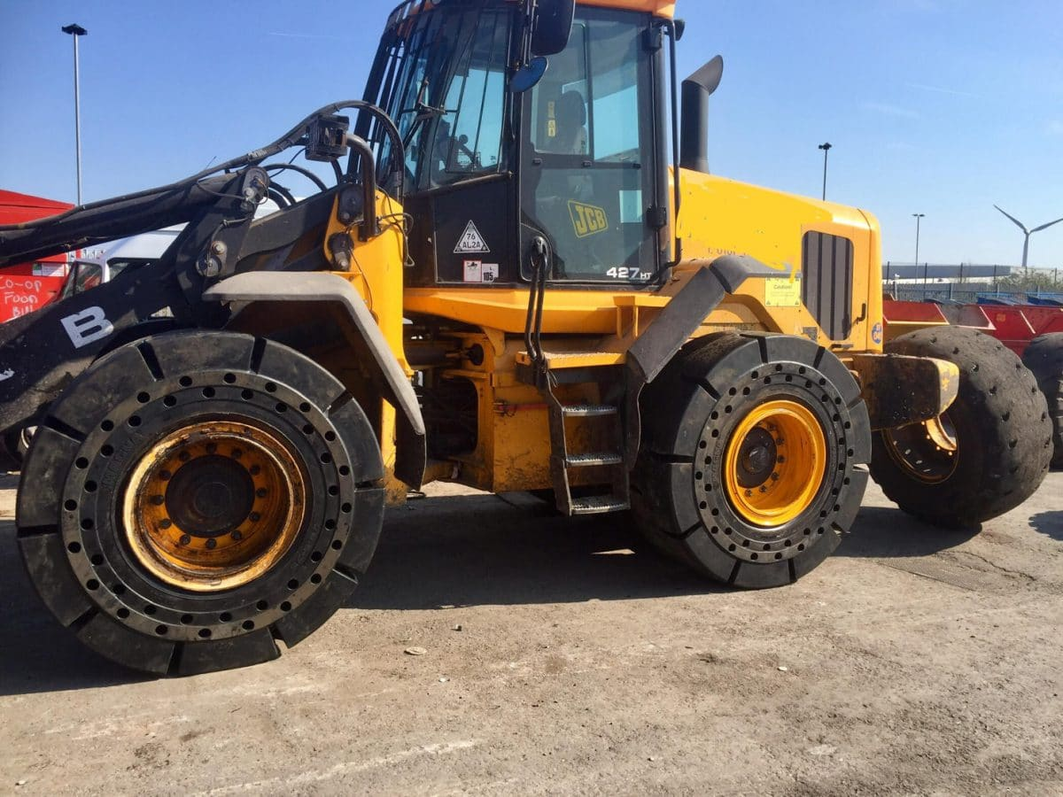 Our 20.5-25 Magna MA601 Solids are mounted on a JCB Wheel loader 247 HT