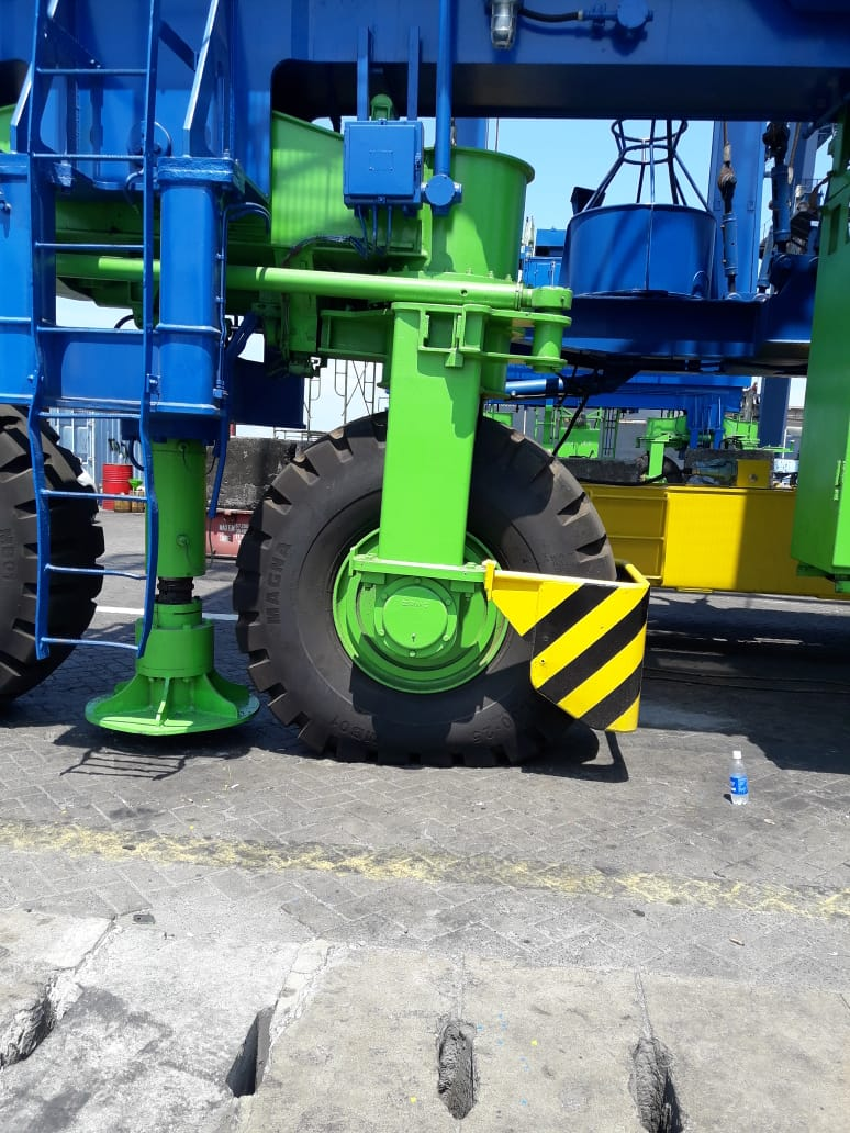 21.00-25 Magna MB01 tyres mounted on a brand new ZMPC RTG in Indonesia