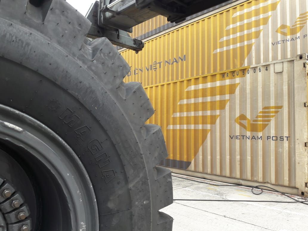 7 different port handling equipment types with suitable tyres